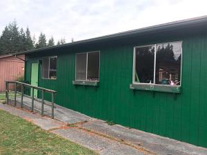 garden resource center east wall_6102